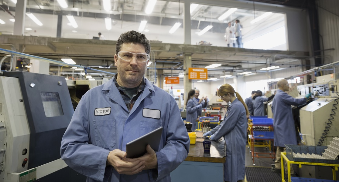 what is the difference between service industry and manufacturing